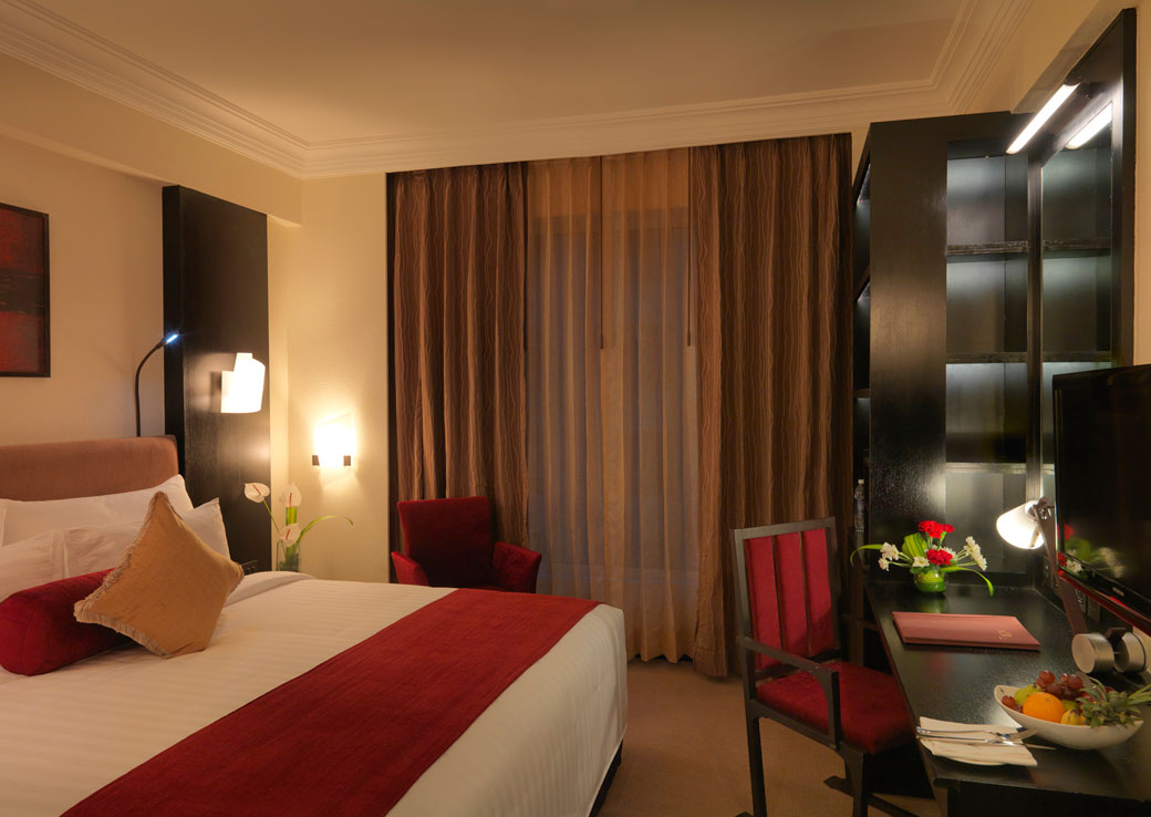 Executive rooms at Sterlings Mac Hotel with a King Size Bed