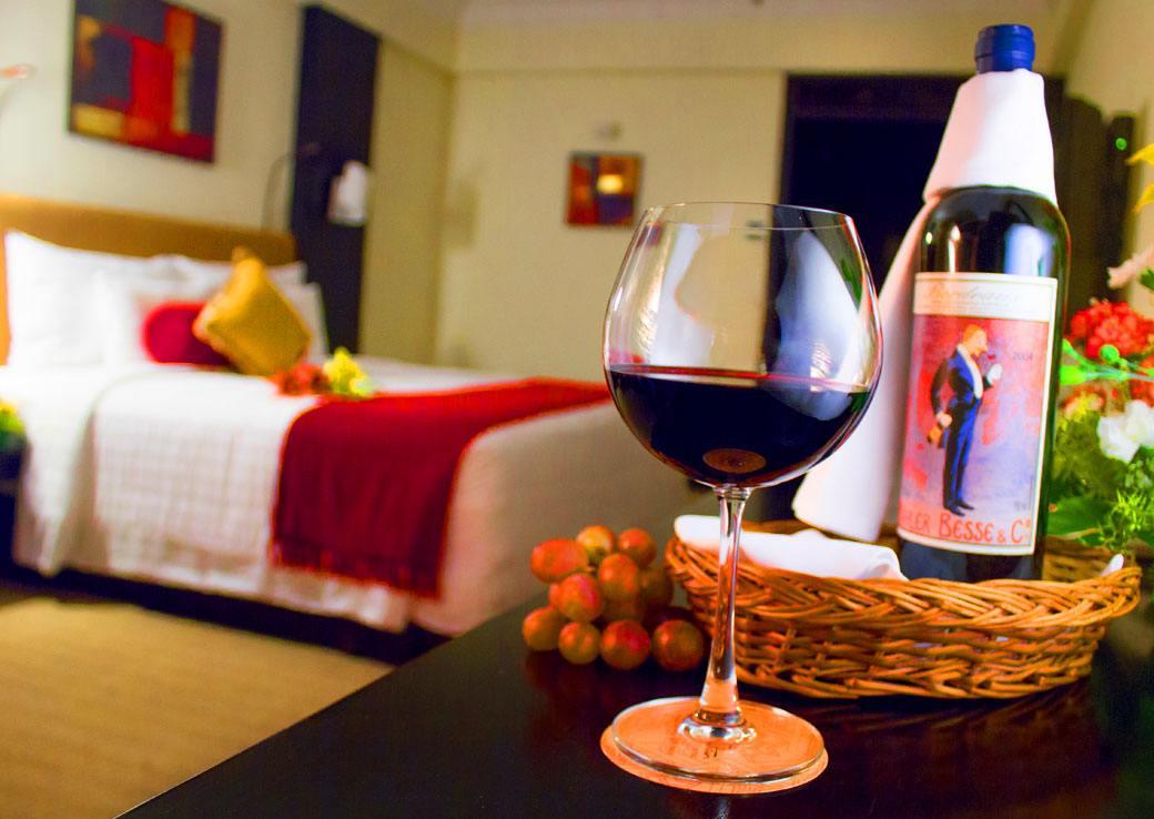 Dual mini bar at the Executive Rooms at Sterlings Mac Hotel